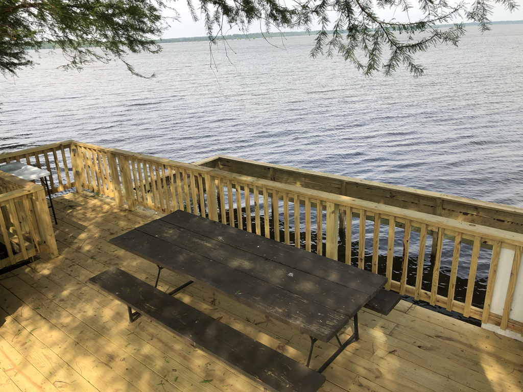 Parker's Outfitting :: Lake Lodges